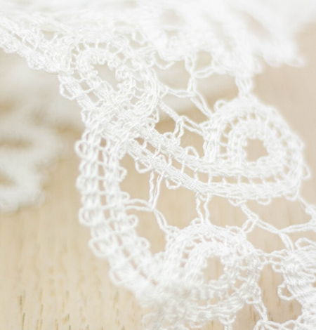 Ivory floral pattern macrame lace trimming. Photo 4