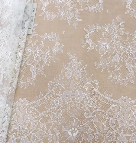 Off white chantilly floral lace fabric. Photo 2