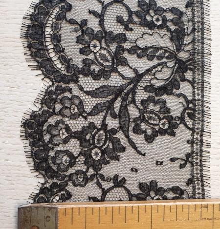 Black chantilly cotton lace trimming by Jean Bracq. Photo 7
