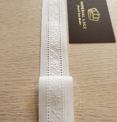Off white 100% cotton lace trimming. Photo 4