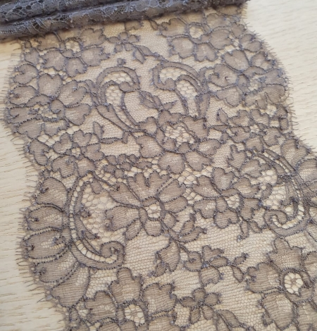 Coffee brown chantilly lace trimming. Photo 1