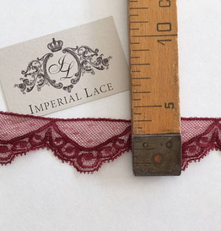Vine red lace trim. Photo 5