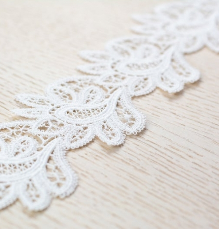 Off white floral pattern macrame lace trimming. Photo 4