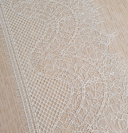 Ivory natural chantilly lace trimming by Jean Bracq. Photo 2