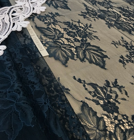 Dark green lace fabric. Photo 6