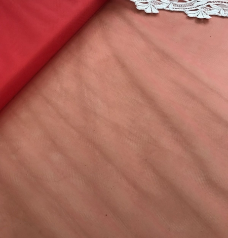 Raspberry red tulle fabric. Photo 2